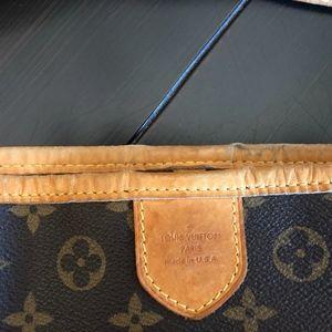 Louis Vuitton Bags - Authentic Louis Vuitton Delightful MM Handbag